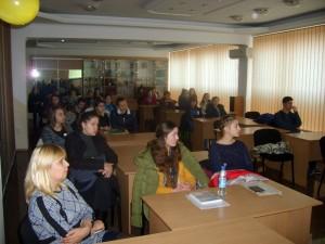 студенти педагогічного факультету слухають лекцію з фінансової грамотності