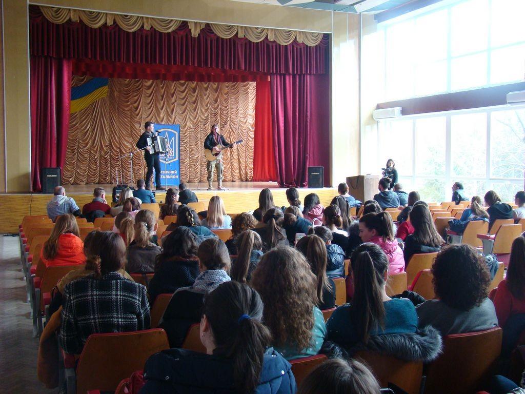 "Концерт одеського етно-драйв гурту ""Друже Музико"" в ІДГУ"
