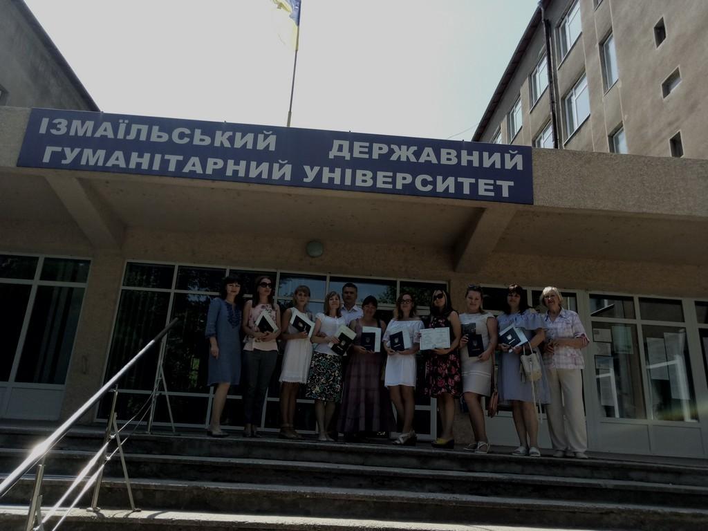 В ЦНО відбулося вручення дипломів про вищу освіту випускникам