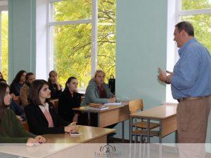 Кафедра англійської мови та перекладу ІДГУ запросила гостей з-за кордону на заняття зі студентами