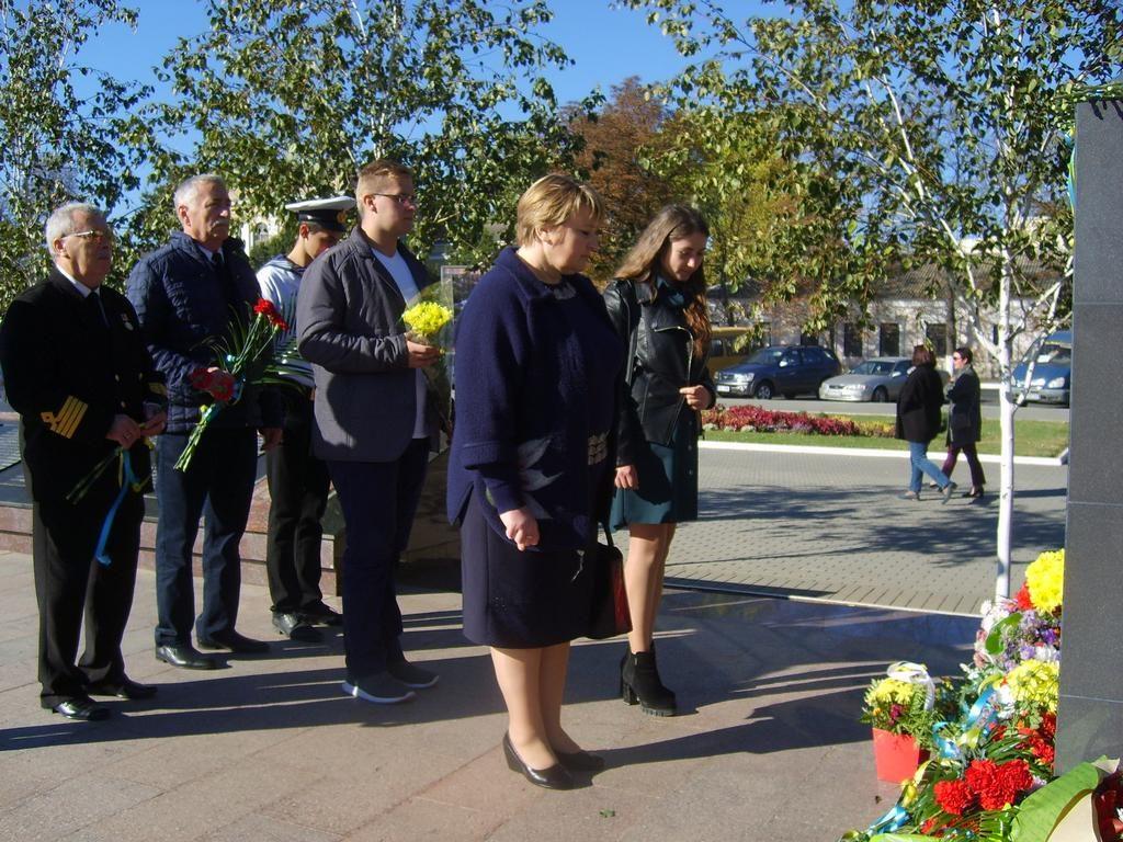 Урочиста церемонія покладання квітів до пам'ятника Невідомому солдату