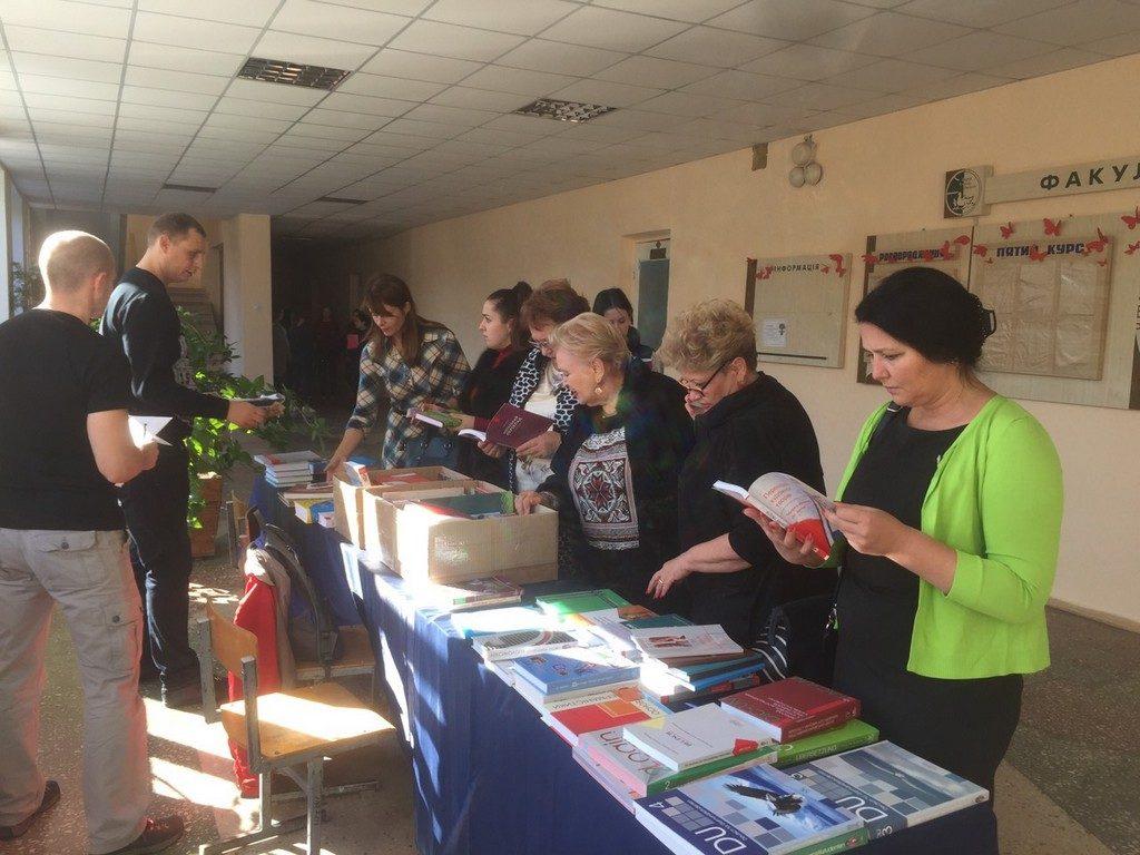 В ІДГУ відбувся книжковий ярмарок в рамках святкування 55-річчя факультету іноземних мов