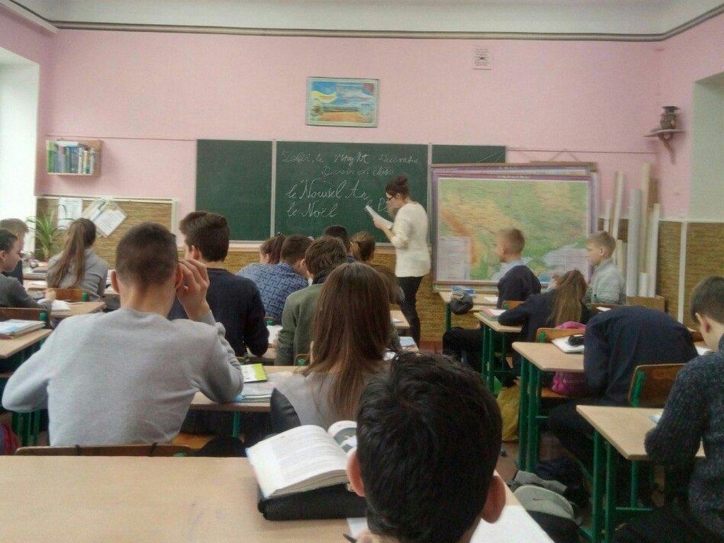 Студентка 4 курсу кафедри романо-германської філології під час виробничої практики