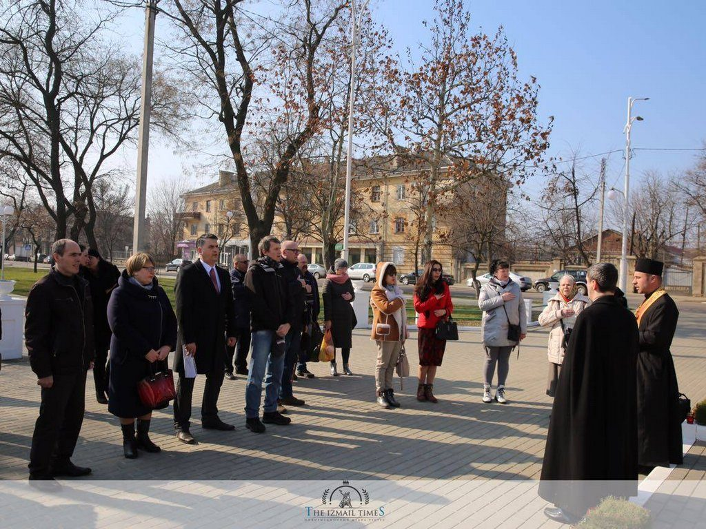 Представники університету взяли участь в організованомузаході біля пам'ятника Тарасу Шевченку