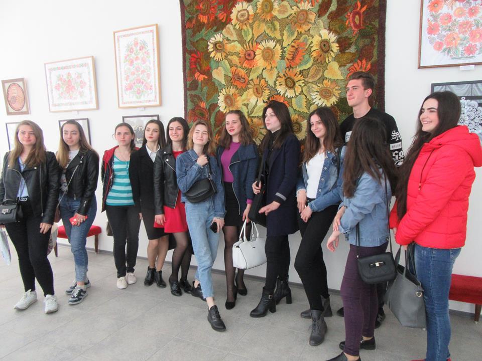 Напередодні Великодня студенти ІДГУ відвідали XVIII всеукраїнську виставку НСХУ «Світ Божий як Великдень»
