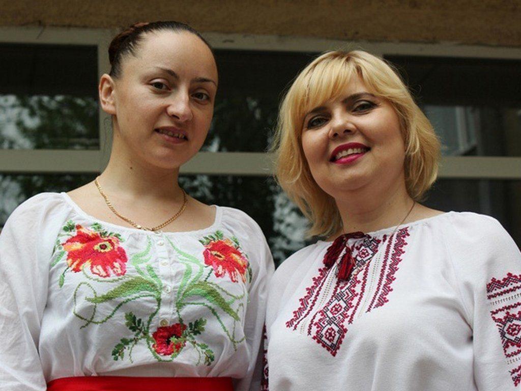 Ізмаїльський державний гуманітарний університет організував вишиваний флешмоб спільно з представниками освітніх закладів міста
