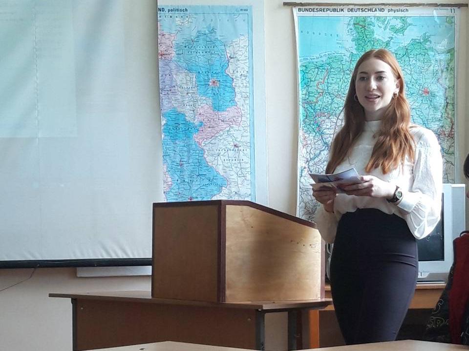 В рамках фестивалю до Дня науки викладачами кафедри англійської мови та перекладу був організований творчий захід – конкурс студентських проектних робіт
