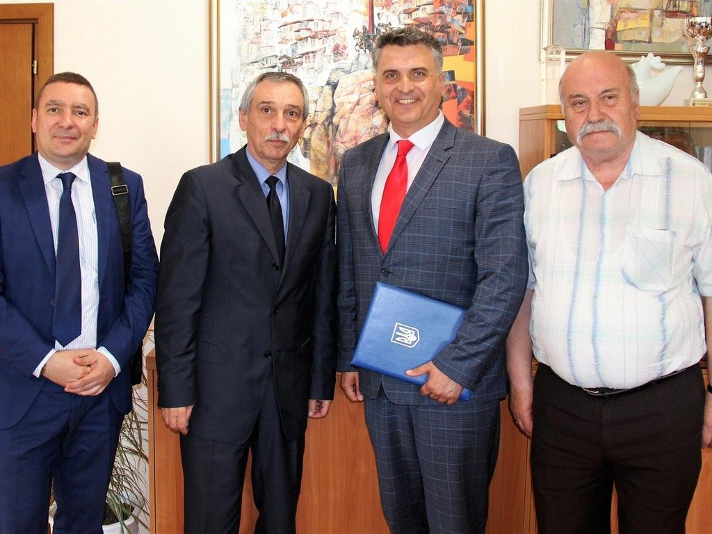 На початку червня 2019 р. ректор ІДГУ проф. Кічук Я.В.  відвідав заклади вищої освіти Болгарії з метою обговорення питань щодо спільних освітніх програм