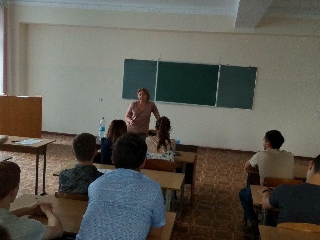 Представниця організації «100% життя - Одеса» Узун Любов Миколаївна розповіла студентам ФУАІД про історію ВІЛ та статистику захворювання
