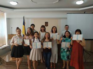 Вручення сертифікатів про успішне закінчення курсів понад обсяги, встановлені навчальними планами, з англійської, німецької, болгарської та румунської мов
