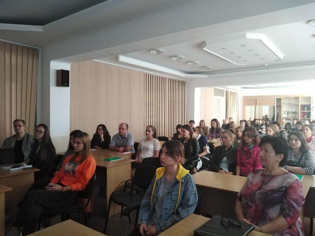 """23 вересня в ІДГУ пройшла презентація книги Ольги Кирилюк """"Іду на мир"""""""