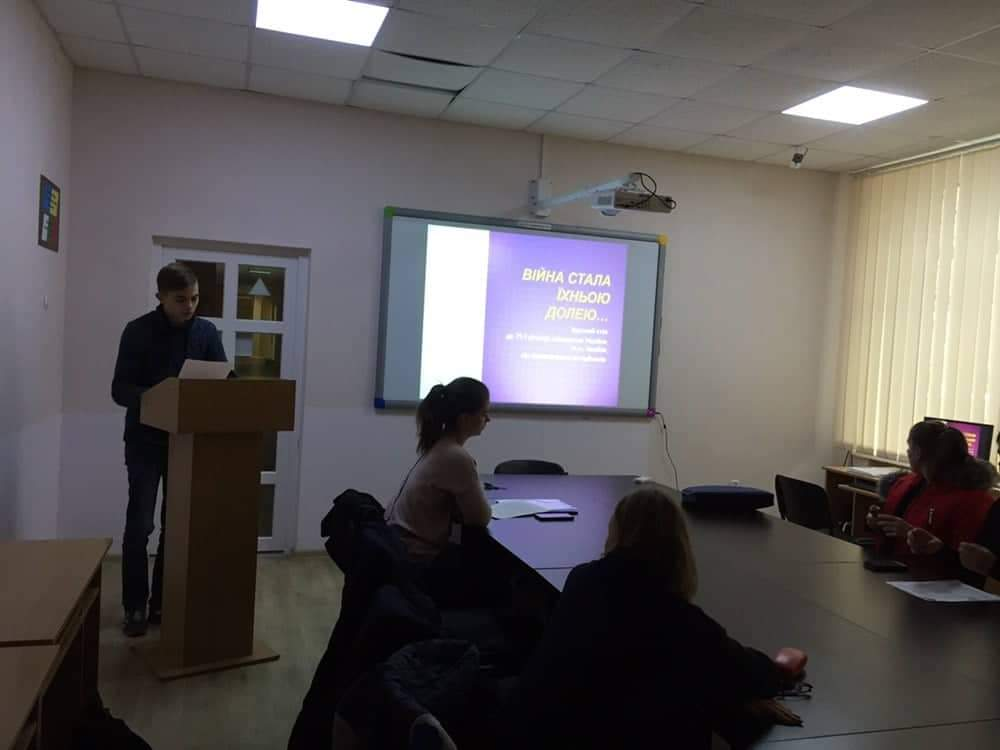 Учасники заходу в першій його частині згадали основні історичні етапи досліджуваної події, визначили наявні проблеми у коректному трактуванні термінів, обговорили історичні міфи, пов'язані з вигнанням нацистських окупантів із України
