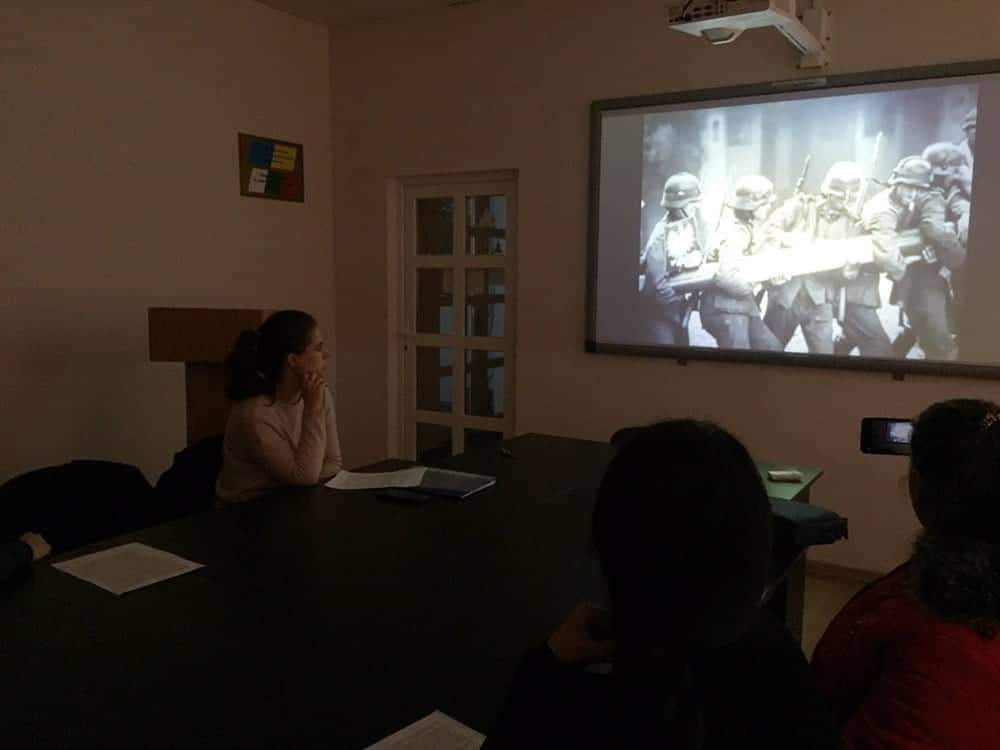 Із цікавістю студенти слухали аудіо- та відеорозповіді старшого покоління, розглядали старі світлини.