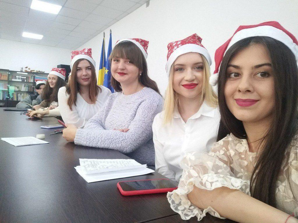 «Різдвяні зустрічі» відкрили серію новорічних позаурочних заходів в Ізмаїльському державному гуманітарному університеті