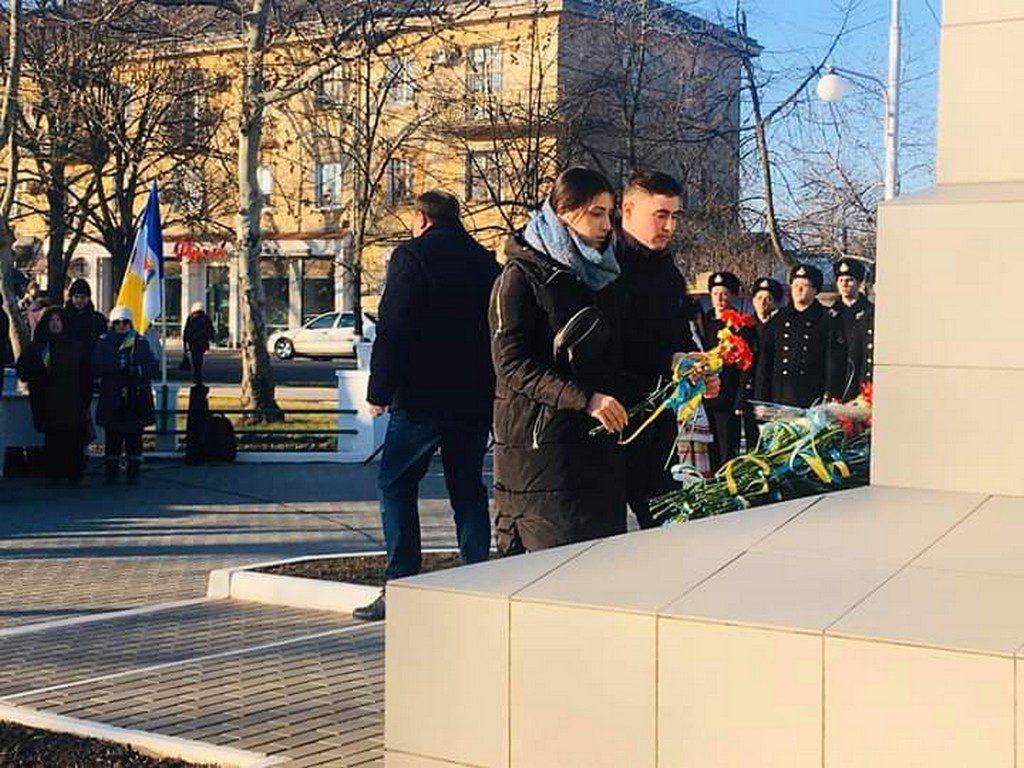 Студентська молодь ІДГУ взяла участь у церемонії покладання квітів до пам'ятника Т. Г. Шевченка