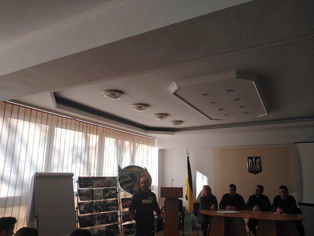 Центр громадянської освіти ІДГУ підготував та провів патріотичний дайджест «Воїни світла у моєму серці»
