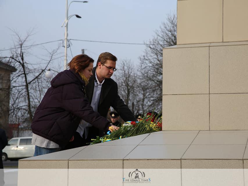 Cтуденти ІДГУ взяли участь у мітингу до Дня Героїв Небесної сотні, вшанували пам'ять загиблих хвилиною мовчання та поклали квіти до пам'ятника Тарасу Шевченку
